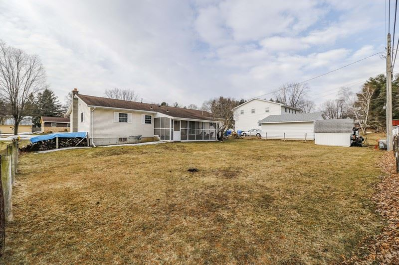 1033 3rd St Baraboo, WI 53913