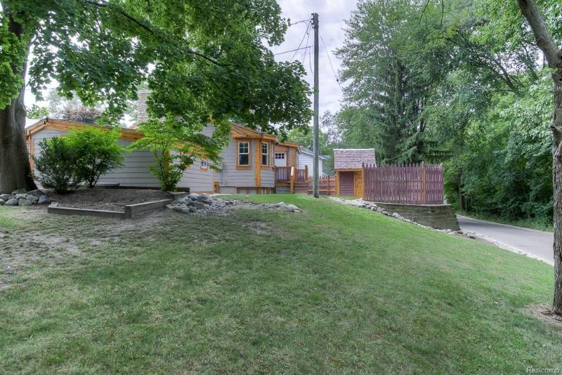 Listing Photo for 315 Romeo Rd