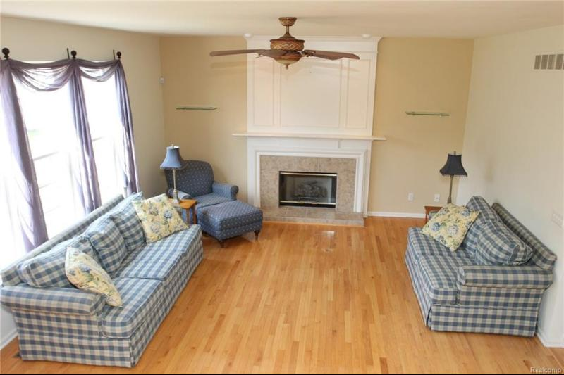Listing Photo for 8284 Oxford Ln