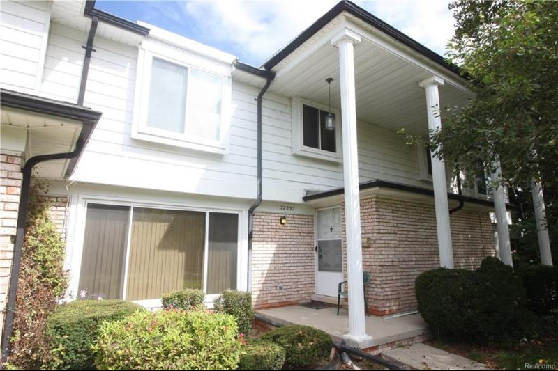 Listing Photo for 32852 Barclay Sq