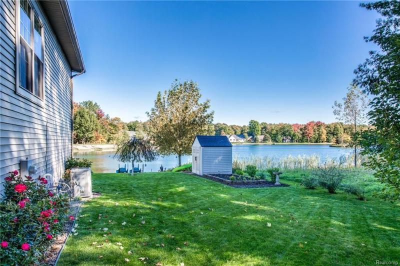 Listing Photo for 2762 W Lake Dr