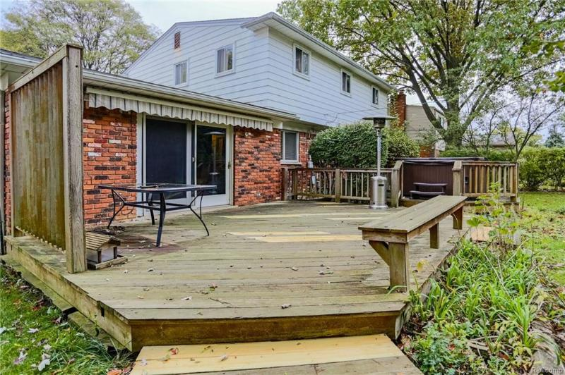 Listing Photo for 15613 Woodside St