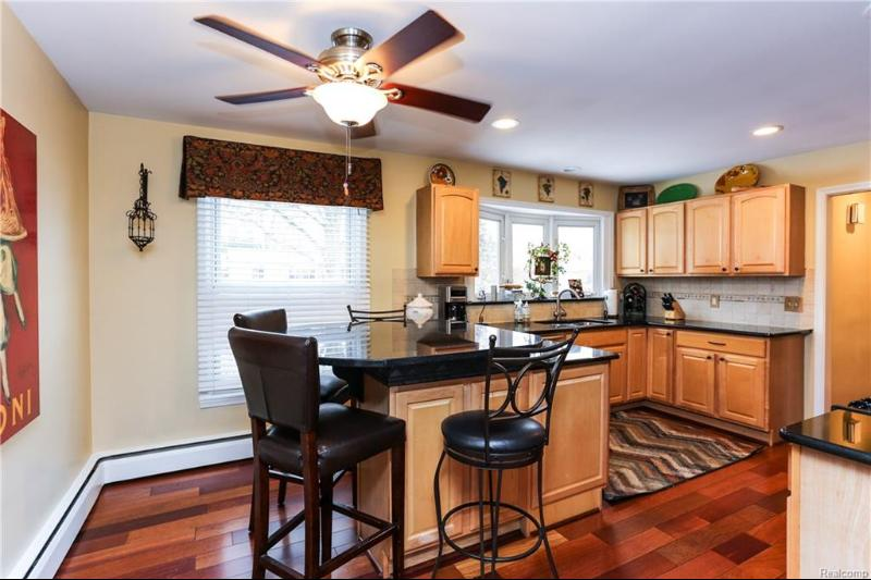 Listing Photo for 32851 Red Oaks Trl