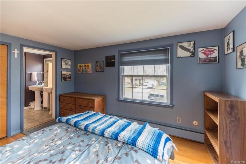 Listing Photo for 16138 Southampton St