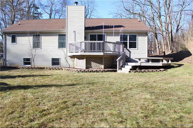 Listing Photo for 577 W Clarkston Rd