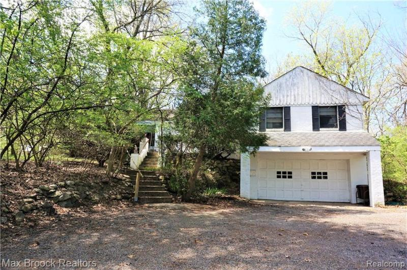 Listing Photo for 32575 Romsey Rd