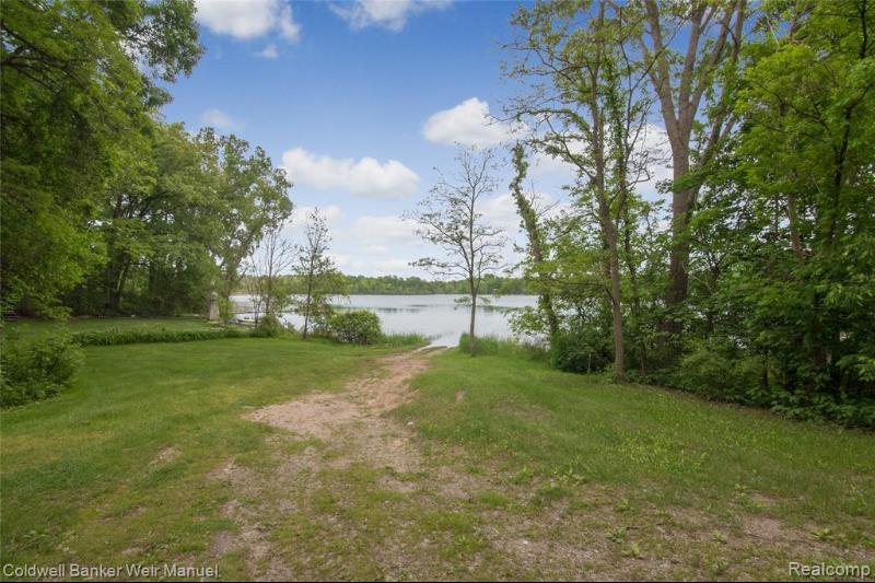 Listing Photo for 2696 Universal Dr