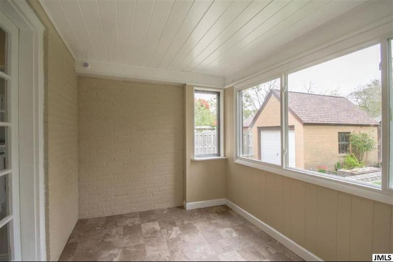 Listing Photo for 1017 S Grinnell