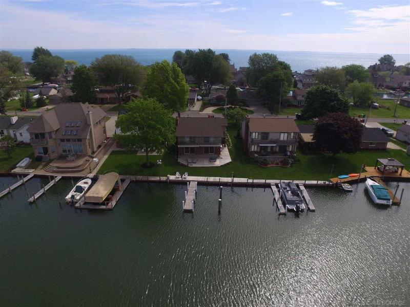 Listing Photo for 37867 Lakeville