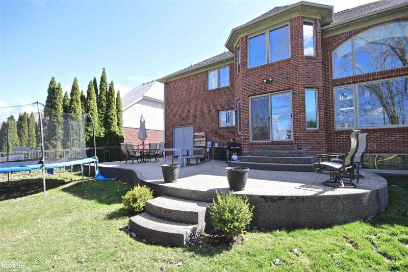 Listing Photo for 39095 Devonshire