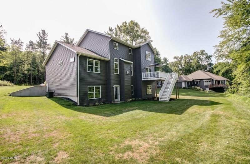 Listing Photo for 499 Pineview Drive