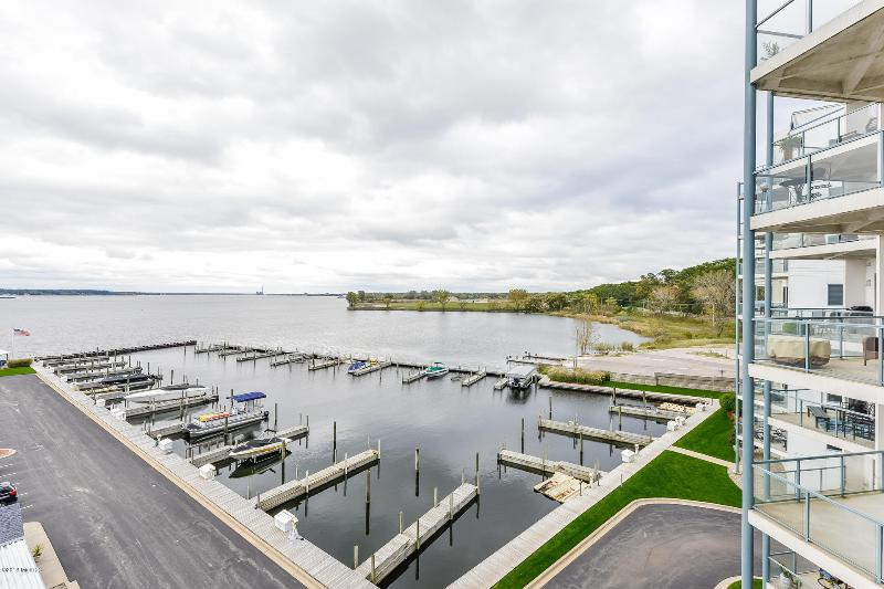 Listing Photo for 2964 Lakeshore Drive W403