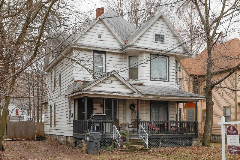 Listing Photo for 727 Egleston Avenue