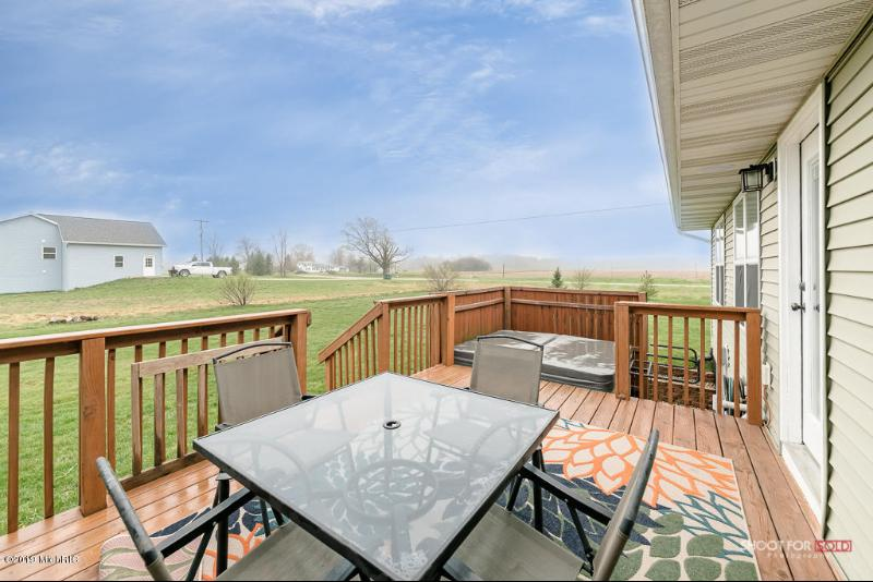 Listing Photo for 9176 Meadows Pointe Drive