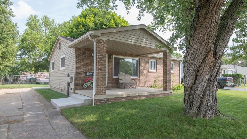 Listing Photo for 1369 Crestwood Avenue