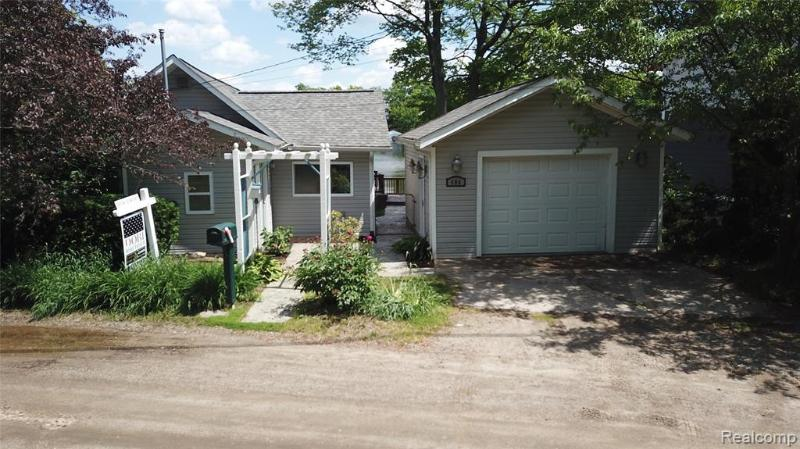 Listing Photo for 406 Shorewood Crt