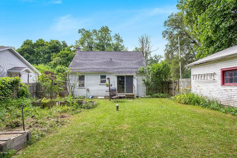 Listing Photo for 2227 Lansing Avenue