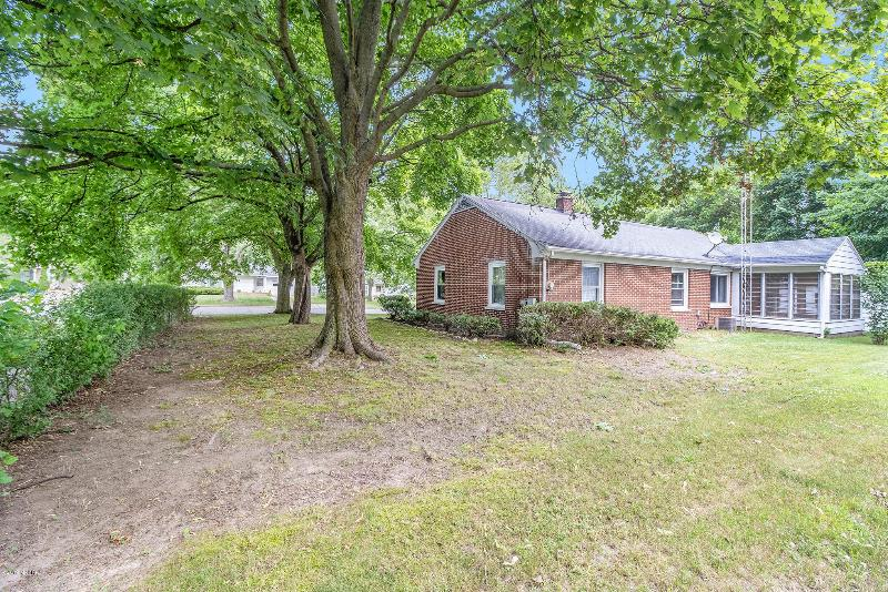 Listing Photo for 907 Denway Drive
