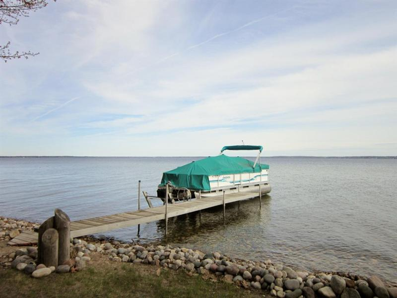 Listing Photo for 733 LONG POINT Dr