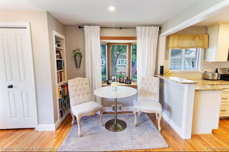 Listing Photo for 909 1st St