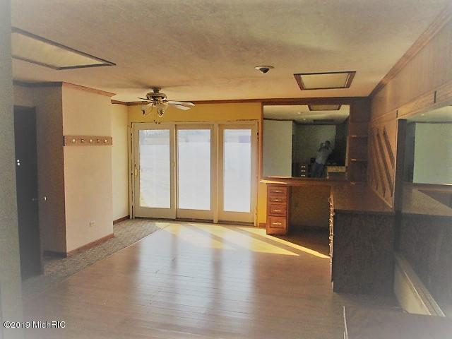 Listing Photo for 510 Crest Ln