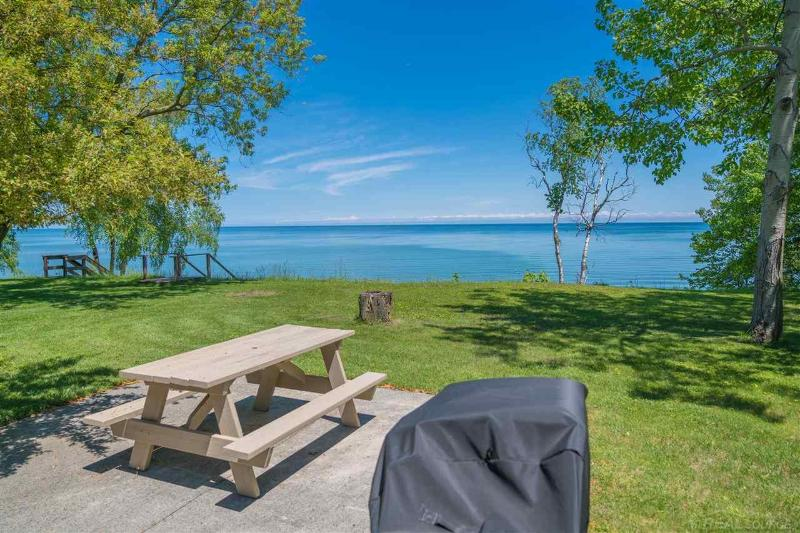 Listing Photo for 6646 N Lakeshore Rd