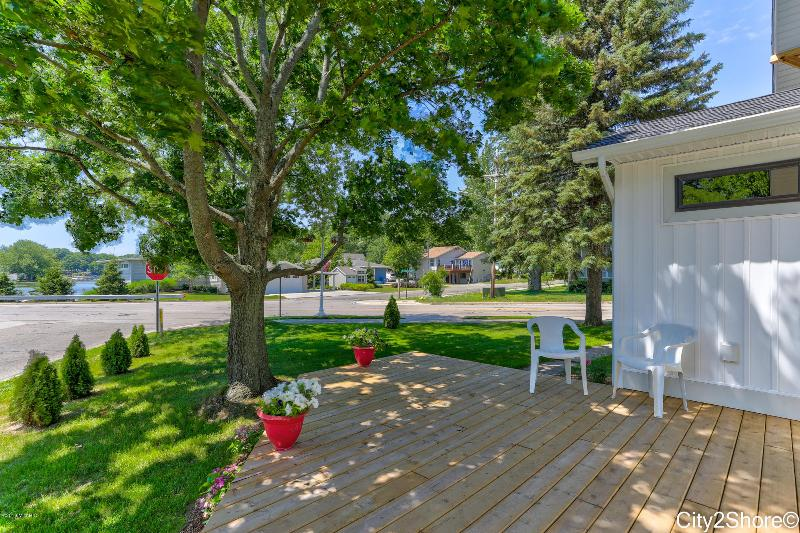 Listing Photo for 16789 Lakeview Avenue