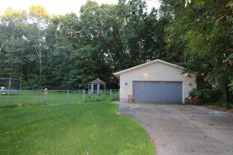 Listing Photo for 3323 N Riverwood Drive