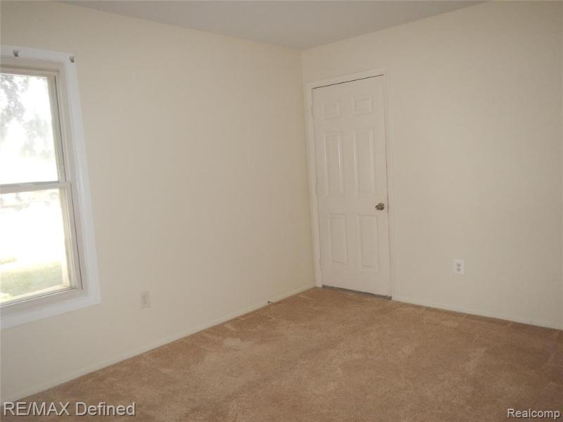 Listing Photo for 3017 Maplewood Crt 56