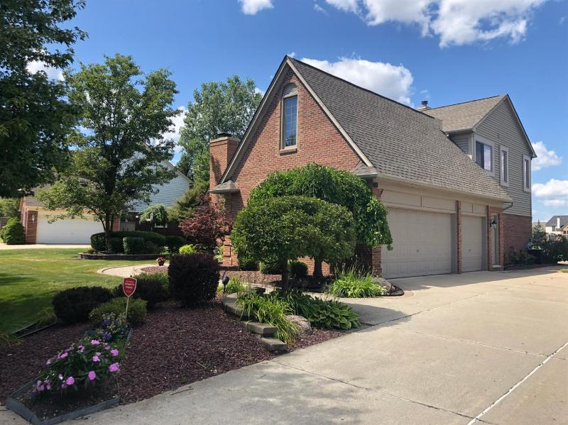 Listing Photo for 241 Country Club Lane