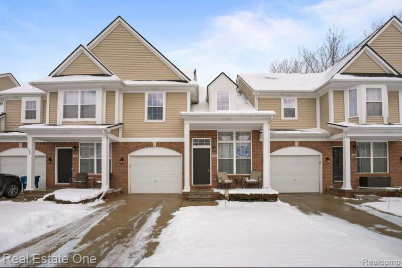 4913 Green Crt, Shelby Township
