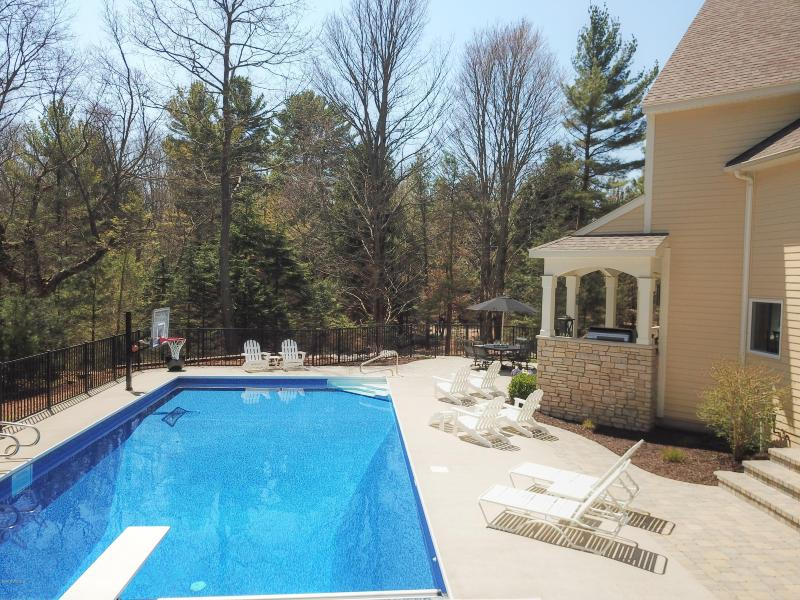 Listing Photo for 17276 Beach Ridge Way
