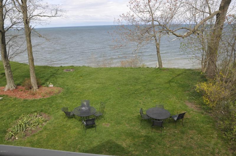 Listing Photo for 3030 Lakeshore Avenue